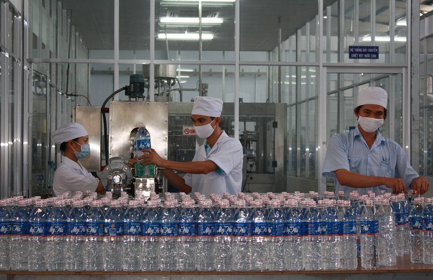 khám phá dây chuyền sản xuất nước đóng chai
